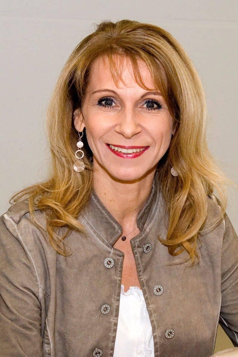 <strong><strong>Dr. Susanna Sklenar</strong></strong>